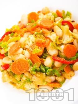 Зеленчукова салата с боб, праз, моркови и чушки - снимка на рецептата